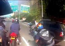 Range Rover срещу мотоциклетисти