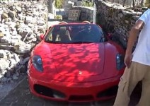 Защо не трябва да се кара ферари на гръцки остров (видео)