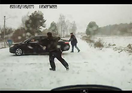 Тримата глупаци – почти по Доньо Донев (видео)