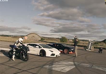 Битка на титани: Bugatti Veyron Vitesse vs Lambo Aventador vs BMW S1000RR (видео)