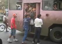 Един нормален ден за градския транспорт в Куба (видео)