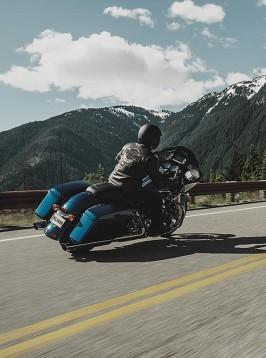Harley-Davidson Road Glide за 2015 г. се появява с гръм и трясък 05